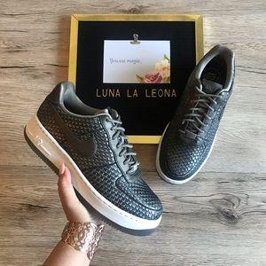 NEW Nike Women Air For e 1 Upstep Premium Sneakers